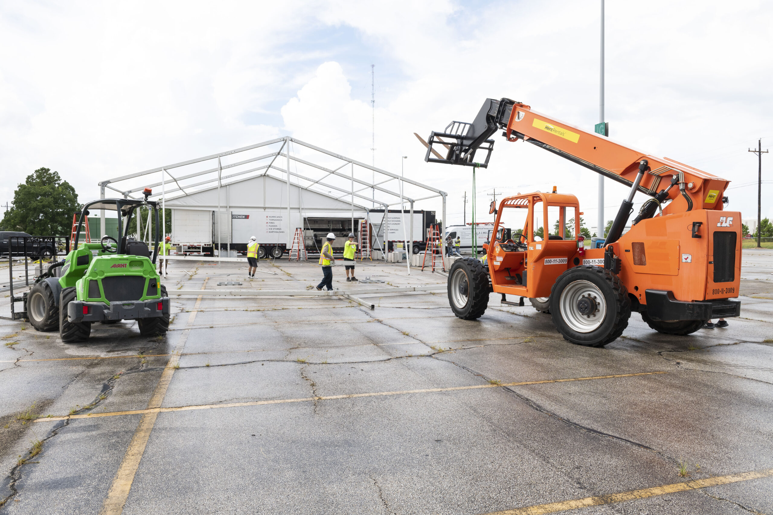 Lodging Solutions/Industrial Tent Systems Temporary Structure for Emergency Relief