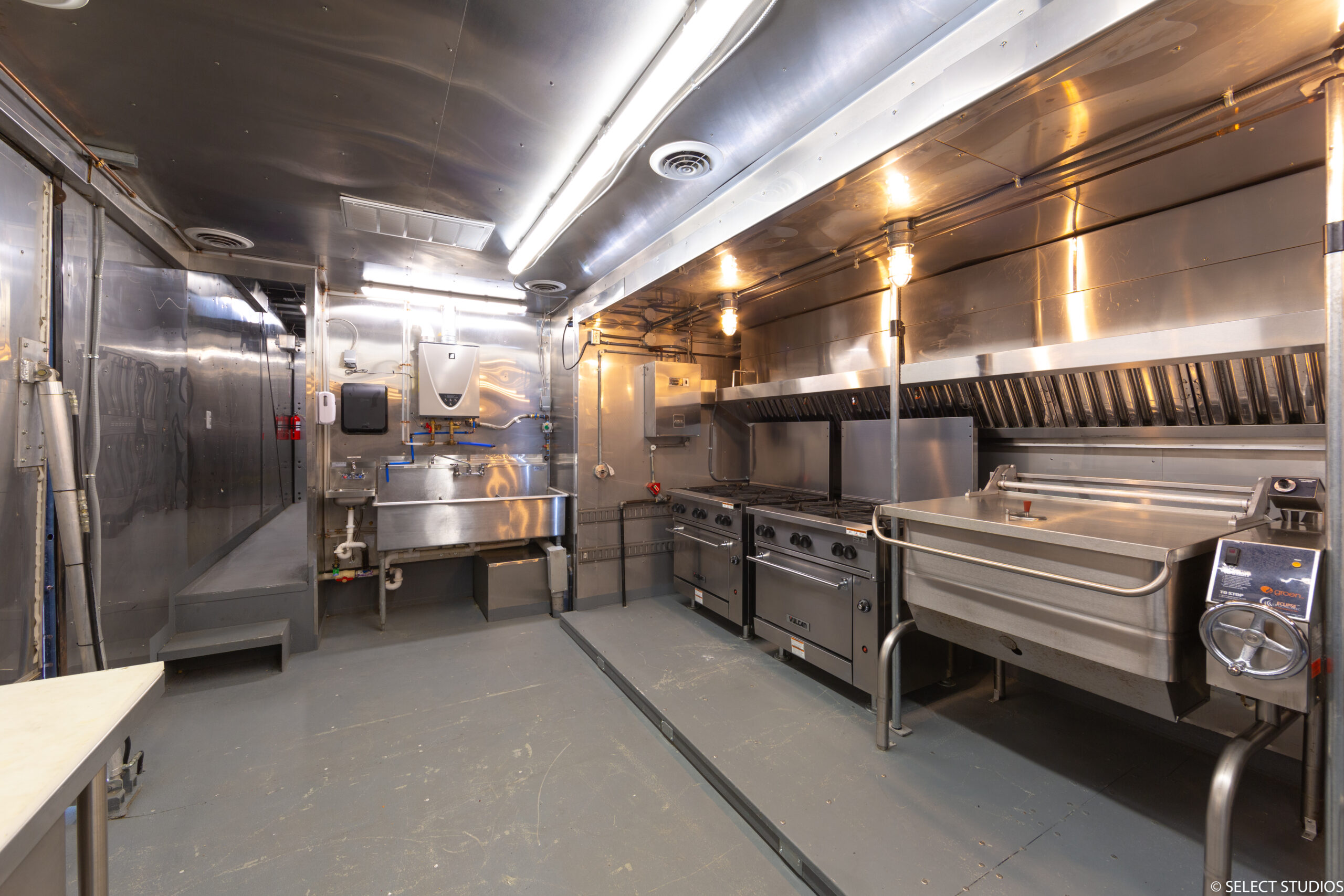Lodging Solutions/Industrial Tents Mobile Kitchen Trailers for Turnkey Disaster Relief